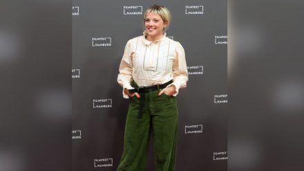 Schauspielerin Jella Haase zu Gast auf dem 28. Filmfest Hamburg. (cos/spot)