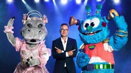 """Die ersten Kostüme der neuen """"The Masked Singer""""-Staffel, vorgestellt von Moderator Matthias Opdenhövel (stk/spot)"""
