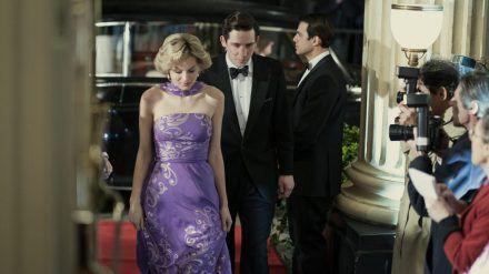 Emma Corrin (24) als Prinzessin Diana (mia/spot)