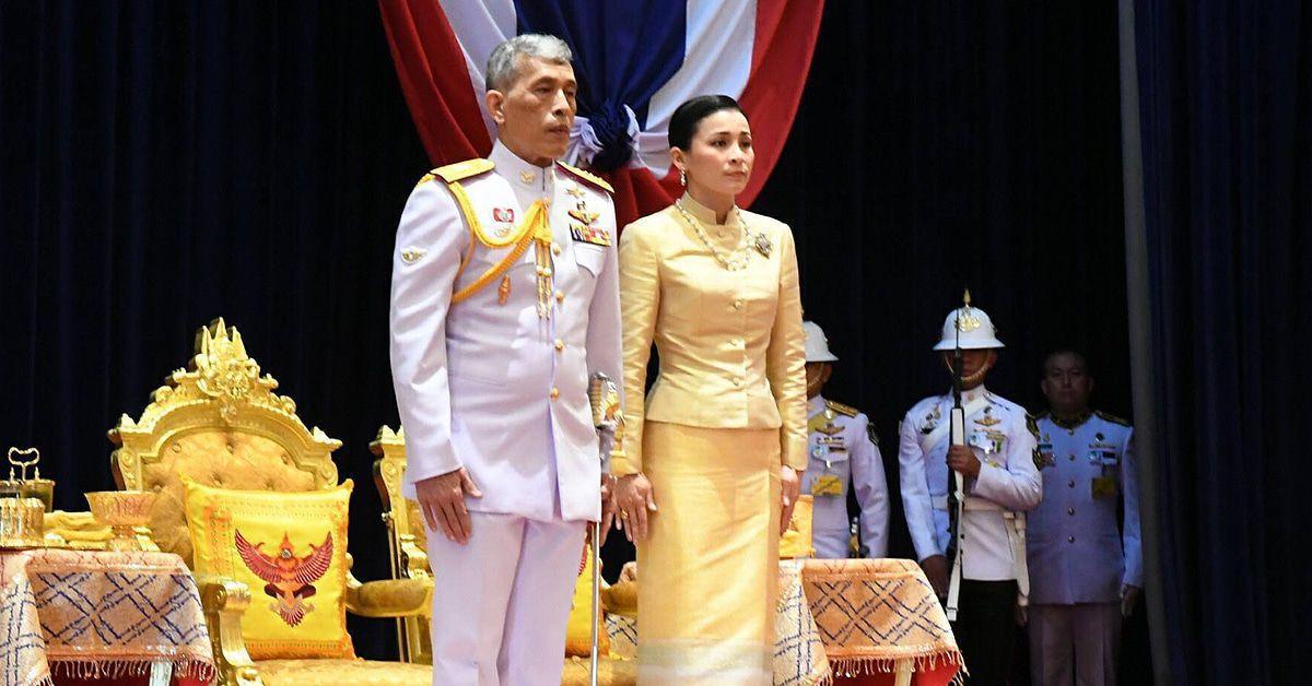 Der König von Thailand begnadigt seine Geliebte