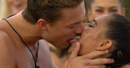 """""""Love Island"""" Tag 3: Erste Küsse und Zärtlichkeiten im Bett"""