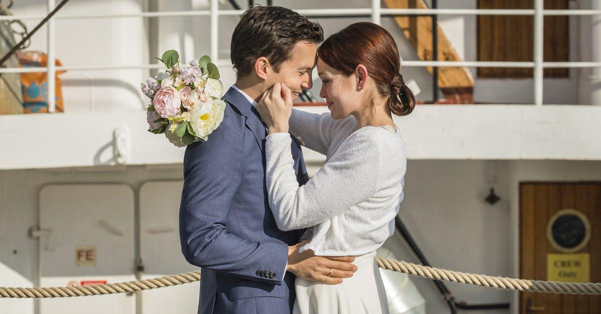 """""""Hello Again"""": Hochzeits-Chaos-Komödie mit Emilia Schüle & Alicia von Rittberg"""