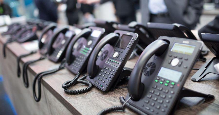 In Unternehmen gehören Profi-Telefone einfach dazu. Meist werden Internettelefone eingesetzt, die per LAN-Kabel mit dem Netzwerk verbunden werden.