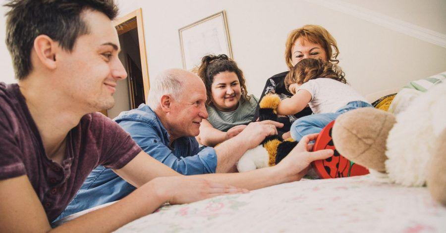 Großeltern sollten selbst bestimmen, welches Risiko sie eingehen wollen, um die Enkel zu sehen.
