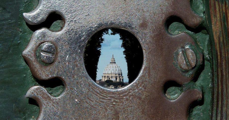 Der Blick durch das Schlüsselloch von Piranesi bietet eine Art optische Täuschung:Der Petersdom wirkt plötzlich ganz nah, wie herangezoomt.