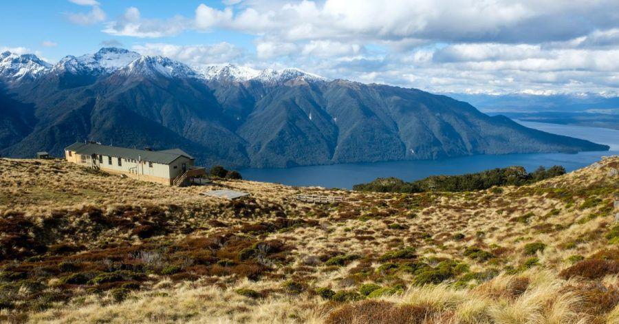 Die Luxmore Hut sitzt auf einem tollen Aussichtsplatz über dem Lake Te Anau.