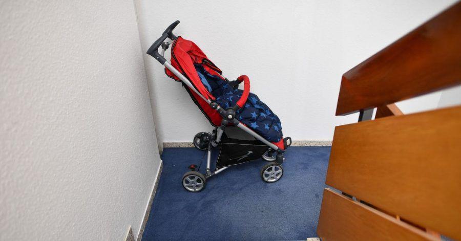 Die Wohnung ist zu klein. Aber darf man den Kinderwagen dann einfach so im Treppenhaus abstellen?