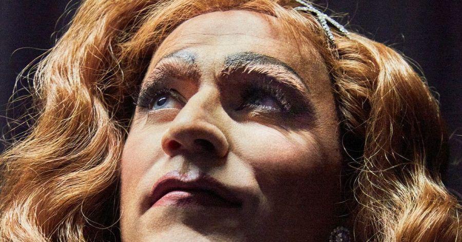 Johannes Oerding verwandelt sich in eine Frau.