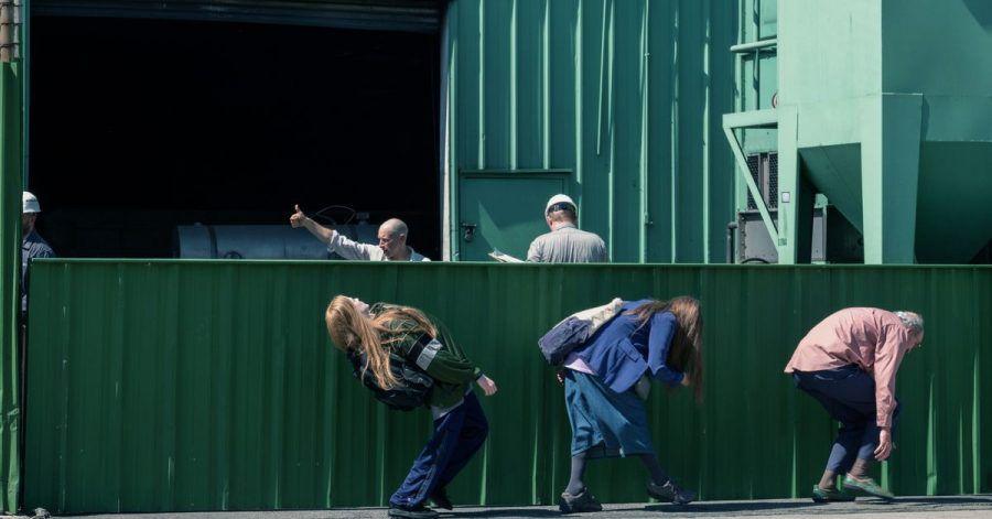 Old Dolio Dyne (Evan Rachel Wood, l) und ihre Eltern sind Trickbetrüger.