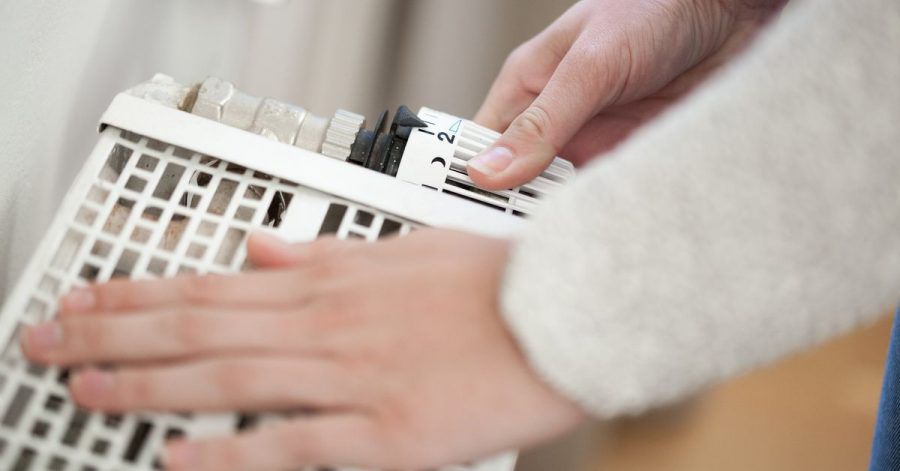 Um zu vermeiden, dass die Rohre zufrieren, sollte die Heizung in der kalten Jahreszeit nie ganz ausgeschaltet werden.