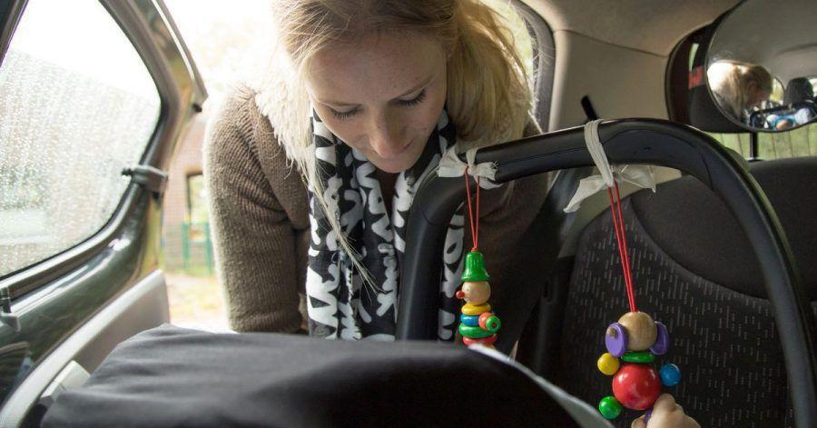 Baby an Bord: Neben einem guten Kindersitz ist dessen stets korrekte Montage wichtig, um den Nachwuchs sicher im Auto mitnehmen zu können.