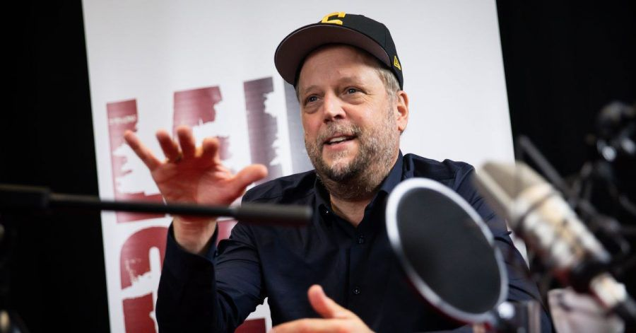 """Rapper Smudo vor der Aufzeichnung eines neuen Podcasts des Vereins """"Laut gegen Nazis"""" in Hamburg."""