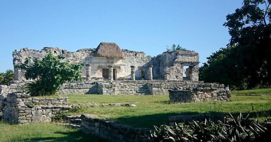 Tempel des Herabsteigenden Gottes in Tulum - er ist benannt nach demMaya-Gott Ah Mucen Cab.