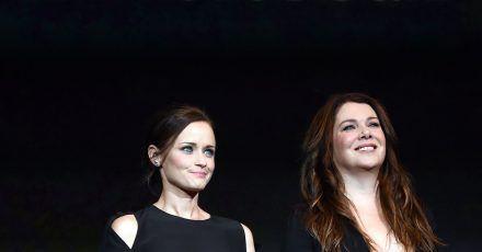 Die US-amerikanischen Schauspielerinnen Alexis Bledel (l) und Lauren Graham sind die Stars der «Gilmore Girls».
