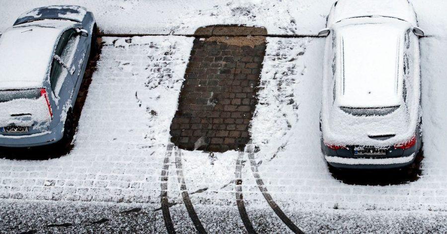 Zarte Zeichen zeugen im Schnee vom gelungenen Aufbruch: Wer bei eiskalten Temperaturen problemlos starten will, braucht eine fitte Batterie.