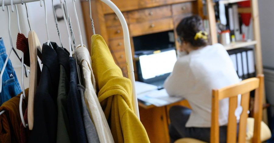 Möchte der Arbeitgeber kontrollieren, ob im Homeoffice Arbeits- und Datenschutzbestimmungen eingehalten werden, braucht er immer die Erlaubnis des Arbeitnehmers.