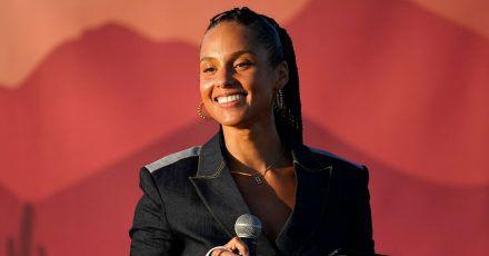 Alicia Keys spricht auf der Wahlkampfveranstaltung von Kamala Harris in Phoenix.