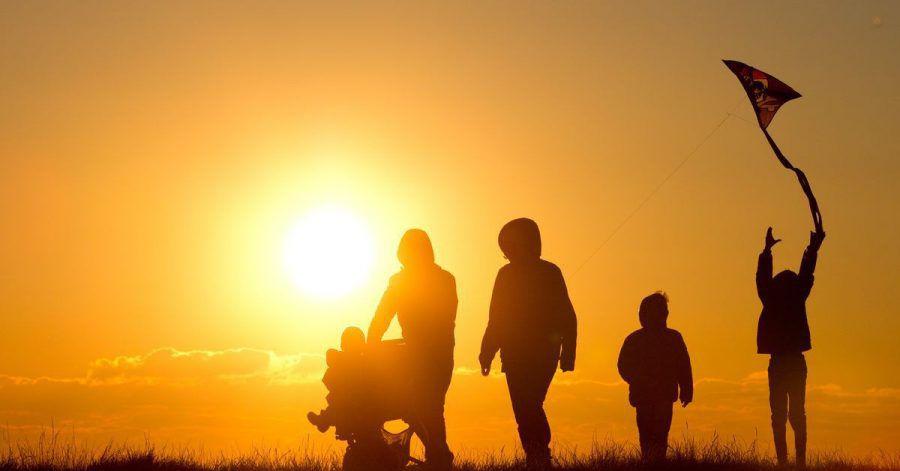 Wer Minderjährige bei sich im Haushalt aufnimmt und betreut, kann steuerfrei Pflegegeld bekommen.