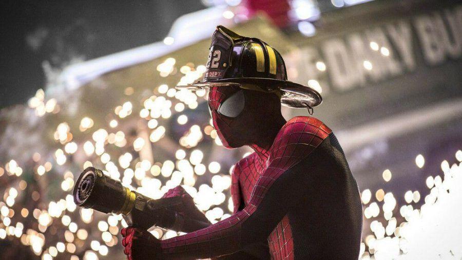 """""""The Amazing Spider-Man 2: Rise of Electro"""": Als Spider-Man wird Peter Parker (Andrew Garfield) in New York City als Held gefeiert. (cg/spot)"""