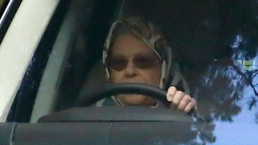 Noch sitzt die Queen in Sandringham hinter dem Steuer, bald reist sie nach Windsor (hub/spot)