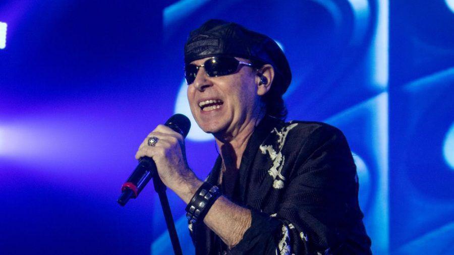 Klaus Meine steht als Sänger immer noch auf der Bühne. (amw/spot)