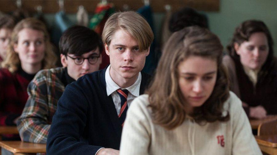 """""""Das schweigende Klassenzimmer"""": Kurt (Tom Gramenz) und seine Klassenkameraden halten eine Schweigeminute ab (cg/spot)"""