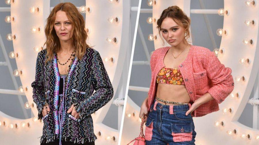 Vanessa Paradis (l.) und Tochter Lily-Rose Depp auf der Paris Fashion Week 2020 (cos/spot)
