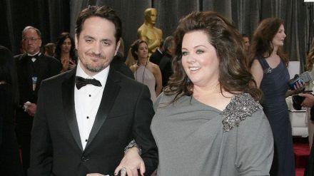 Ben Falcone und Melissa McCarthy auf dem roten Teppich der Oscars (mia/spot)