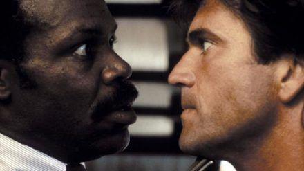 Die Könige des ungleichen Buddy-Kinos: Danny Glover (l.) und Mel Gibson als Chaos-Polizisten Roger Murtaugh und Martin Riggs (stk/spot)