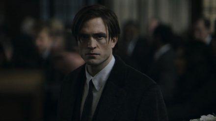 """Robert Pattinson in seiner titelgebenden Rolle als """"The Batman"""". (cos/spot)"""