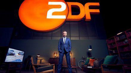 """Jan Böhmermann in seinem neuen Studio des """"ZDF Magazin Royale"""" (stk/spot)"""