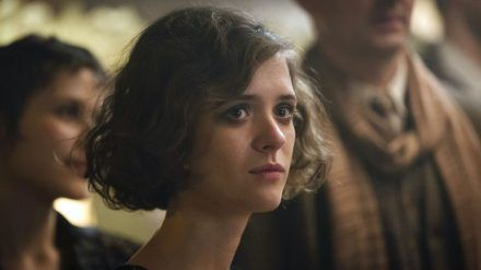 """Liv Lisa Fries als Charlotte in Staffel drei von """"Babylon Berlin"""". (cam/spot)"""