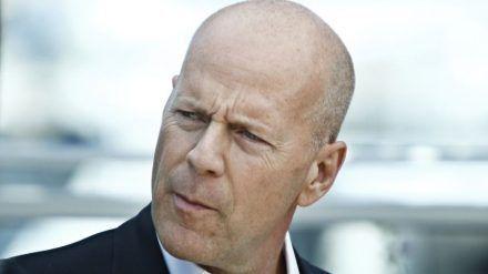 Bruce Willis spielte bereits fünf Mal den bemitleidenswerten Cop John McClane. (stk/spot)