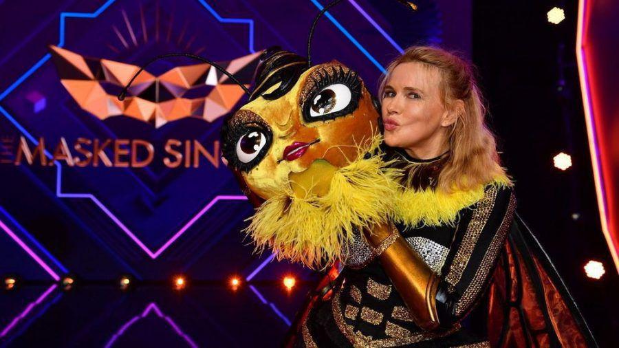 """Veronica Ferres nach der Bienen-Demaskierung bei """"The Masked Singer"""". (ili/spot)"""