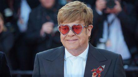 Elton John bekommt eine weibliche Plastikversion seiner selbst (rto/spot)