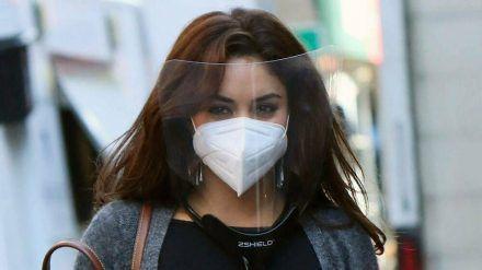Vanessa Hudgens scheint eine Maske nicht zu reichen. (cos/spot)