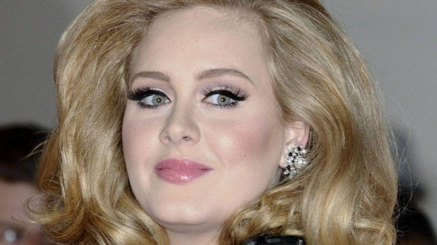 """Sängerin Adele begeistert als Gastgeberin von """"Saturday Night Live"""" - so sieht sie allerdings nicht mehr aus. (cos/spot)"""