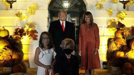 Das US-Präsidentenpaar und seine Miniatur-Ausgabe zu Halloween (stk/spot)