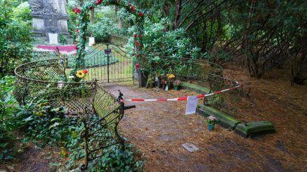 Die Grabstätte von Jan Fedder wurde vorübergehend abgesperrt (rto/spot)
