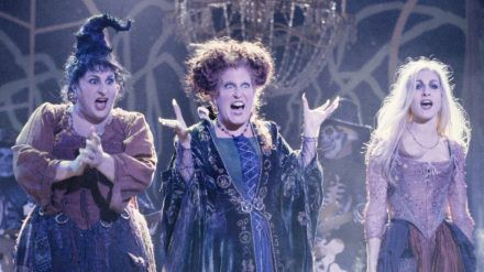 "Kathy Najimy (l.), Bette Midler und Sarah Jessica Parker (r.) in ""Hocus Pocus"". (cam/spot)"