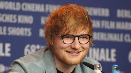 29 Jahre alt und angeblich 230 Millionen Euro schwer: Sänger Ed Sheeran. (ves/spot)