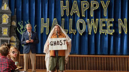 "Adam Sandler als Hubie Dubois im Netflix-Film ""Hubie Halloween"". (jom/spot)"
