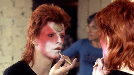 David Bowie im Jahr 1973: Er verwandelt sich in Ziggy Stardust. (cos/spot)