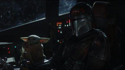 """Kopfgeldjäger Din Djarin (Pedro Pascal) und """"das Kind"""" suchen in Staffel 2 von """"The Mandalorian"""" nach Baby Yodas Wurzeln. (hub/spot)"""