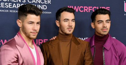 "Jonas Brothers: Huch, bei ""I Need You Christmas"" klingen sie wie George Michael!"