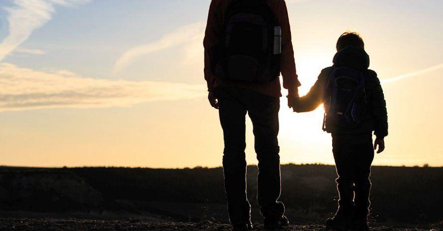 Herzensgeschichte: Klein-Romeo stiefelt mit Papa 2800 km zu Oma