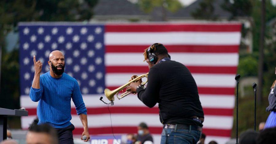 Biden-Unterstützer Common bei einer Wahlkampfveranstaltung der Demokraten.