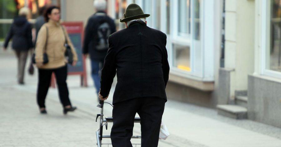 Die Corona-Pandemie verschärft ein wachsendes gesellschaftliches Problem: Einsamkeit im Alter.