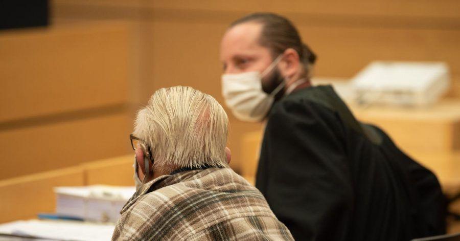 Der Angeklagte (l.) neben seinem Anwalt Norman Jacob.