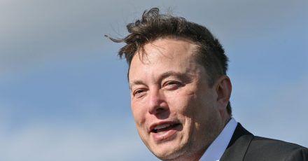 Tesla-Chef Elon Musk auf der Baustelle der Tesla Gigafactory in Grünheide bei Berlin.